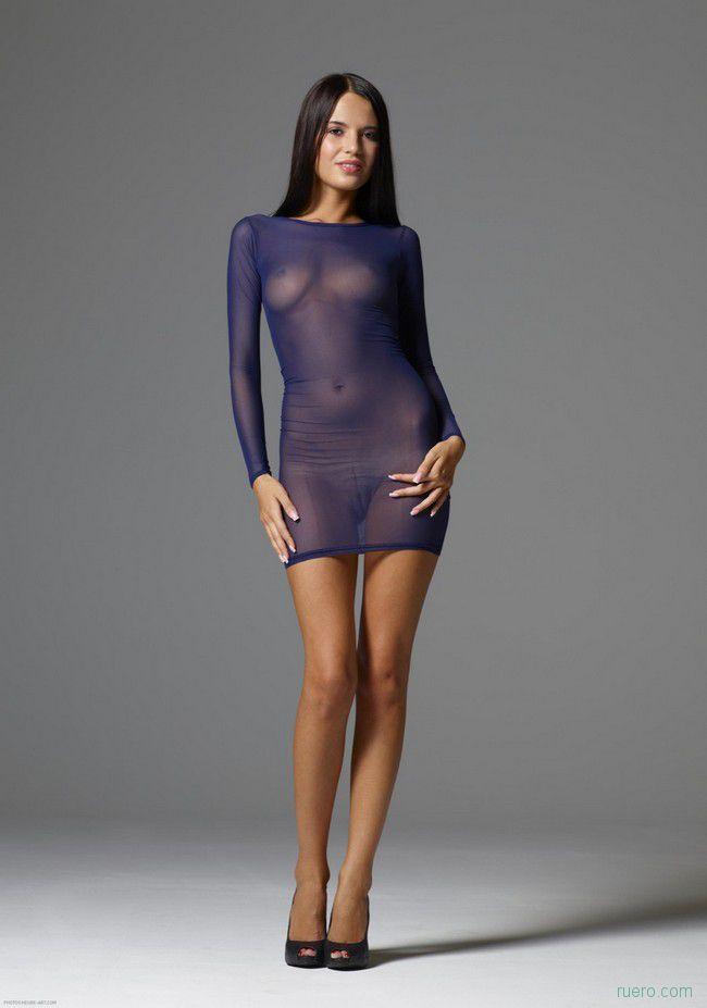 Nicole : синева стройности