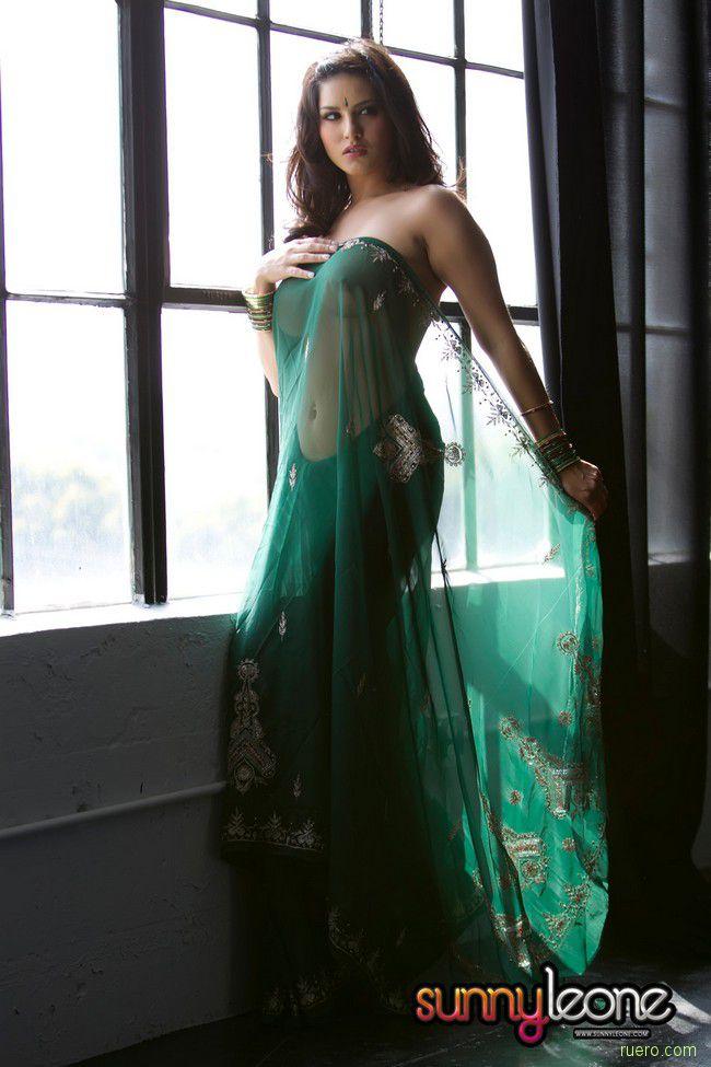Sunny Leone : антураж восточной сказки