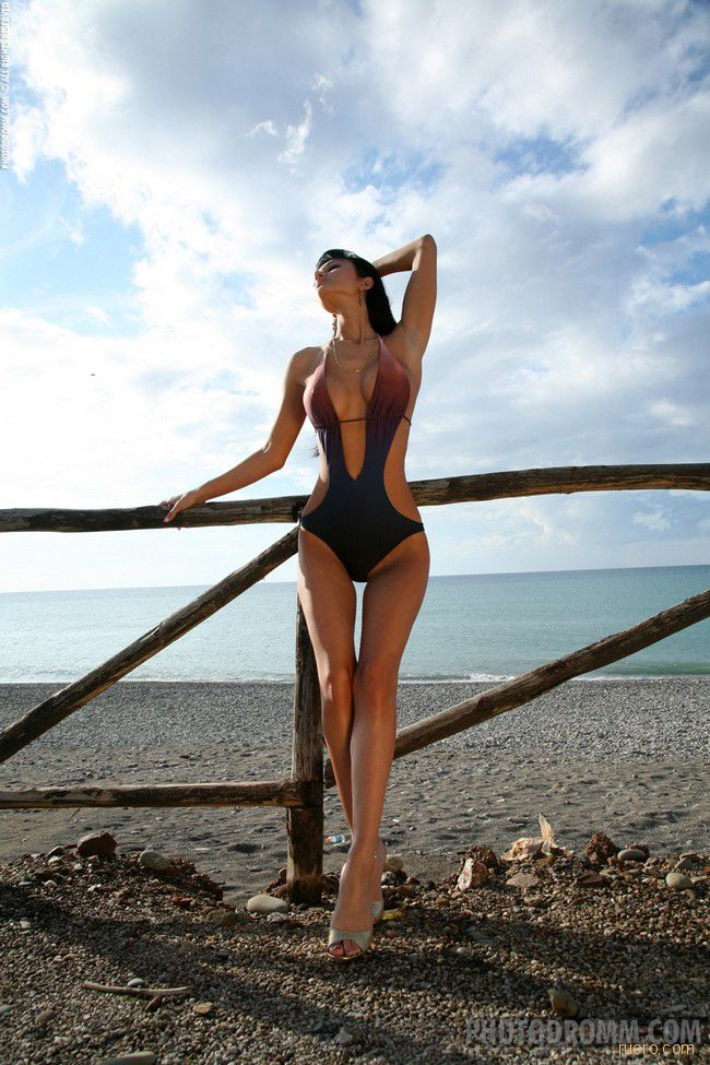 Roxanna : перед пустынным пляжем