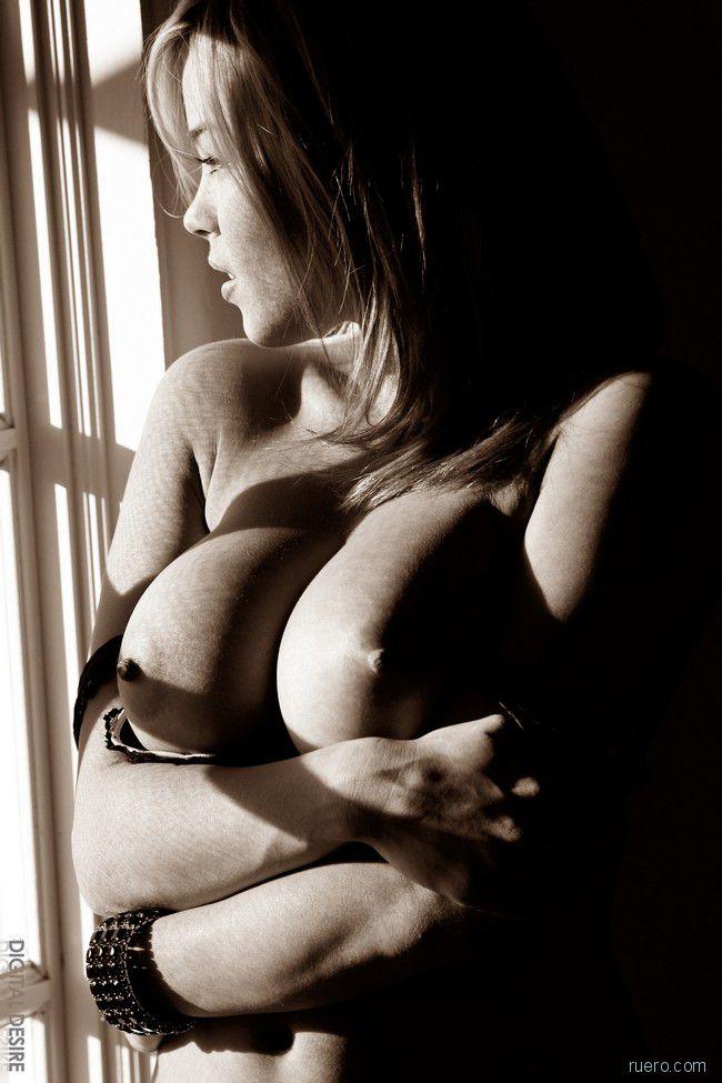 Brea Lynn : черно-белое комнатное