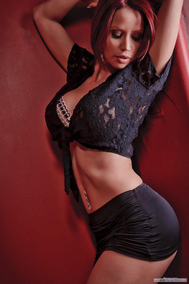 Bianca Beauchamp : в темно красных тонах
