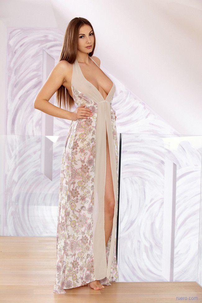 Connie Carter : цветочное платье