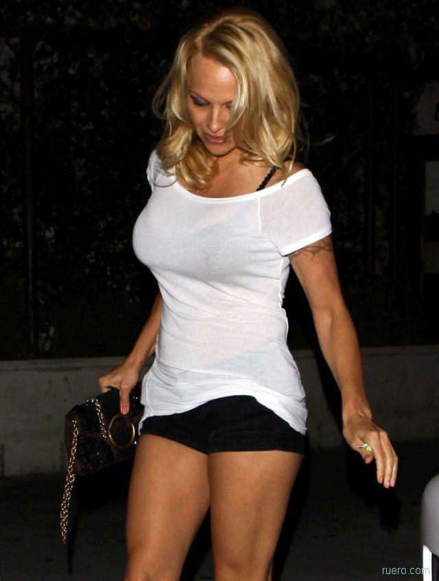 Pamela Anderson : в 45 ягодка опять