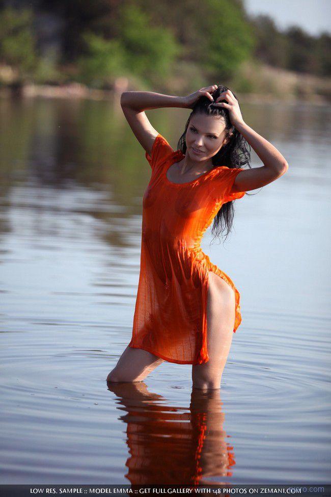 Emma : лето у реки